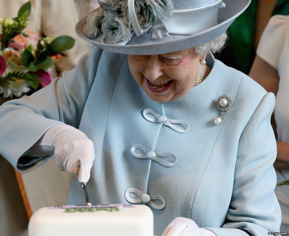 Birthday Cake For Queen Elizabeth ~ The queen s cake frying onion